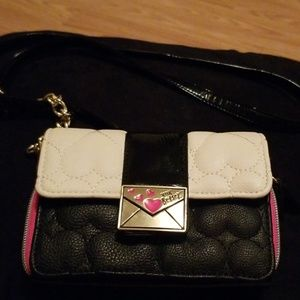 Xoxo Betsey crossbody wallet